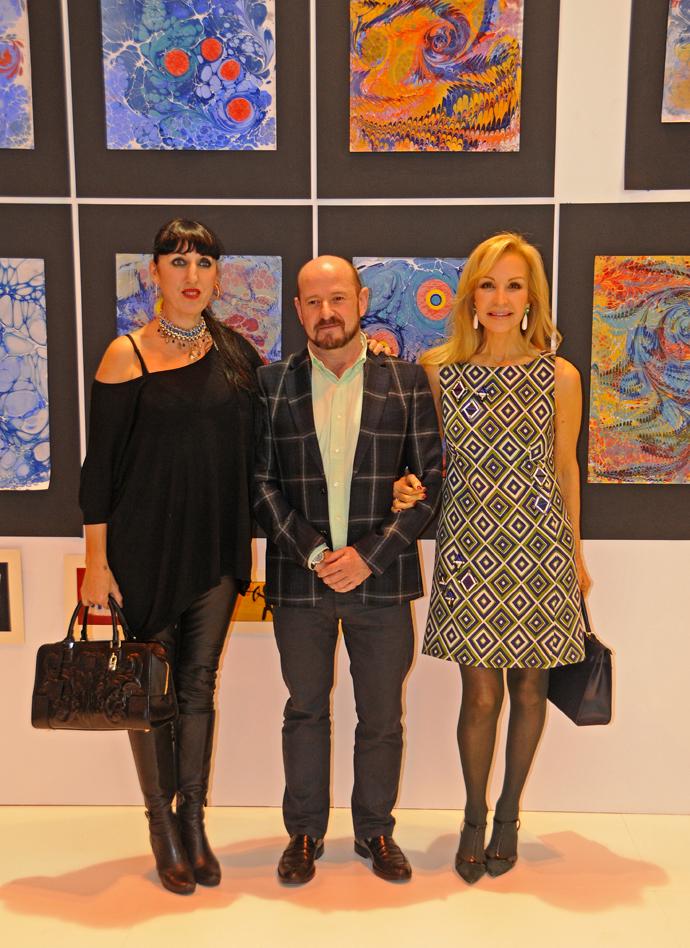 Carlos Urroz, director de ARCOmadrid, Carmen Lomana y Rossy de Palma en el stand de Turismo de Turquía. Foto: Mario Cruz Leo