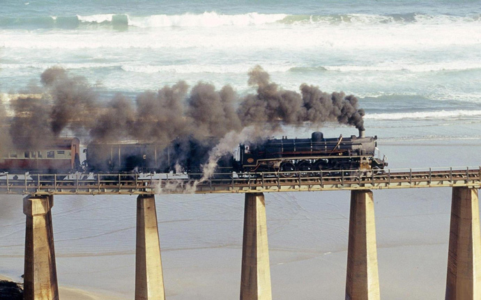 Tjoe-Steam-Engine-Outeniqua-Choo-Bridge-South-Africa