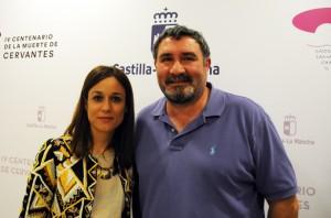 Mario Cruz Leo, de www.turismoviajes.es co la Directora General de Turismo, Comercio y Artesanía, Ana Isabel Fernández Samper.